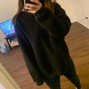 Black teddy oversized sweater with zippers (M)